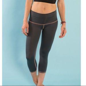 Teeki Capri - crop leggings
